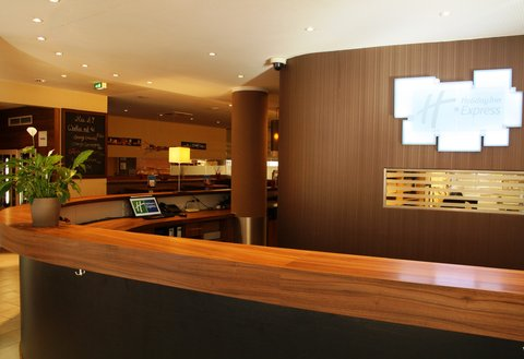 西柏林市中心快捷假日酒店 - The Front Desk Team will be delighted to welcome you