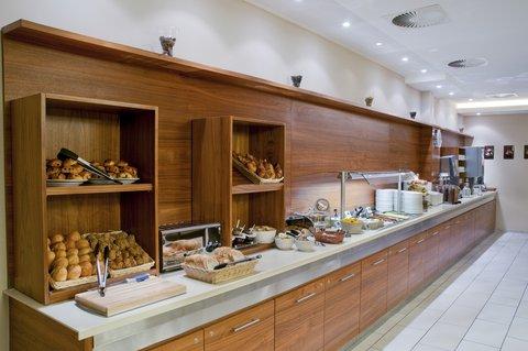 西柏林市中心快捷假日酒店 - Extended continental breakfast buffet