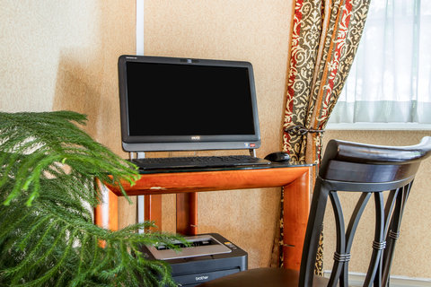 Quality Inn & Suites Evergreen Hotel - Business center