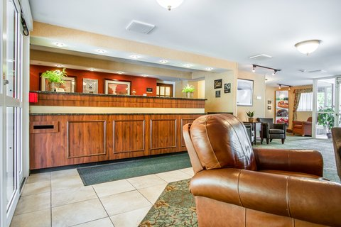 Quality Inn & Suites Evergreen Hotel - Lobby
