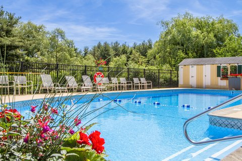 Quality Inn & Suites Evergreen Hotel - Pool