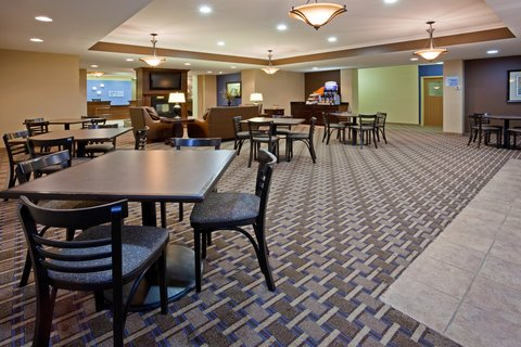 Holiday Inn Express DEVILS LAKE - Breakfast Seating Area at Holiday Inn Express Devils Lake