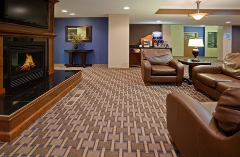 Holiday Inn Express DEVILS LAKE - Lounge Area with 24 Hour Coffee Station