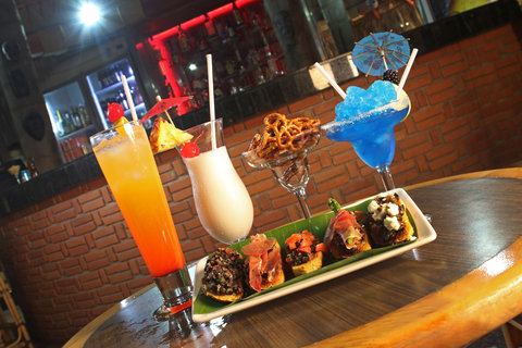 Holiday Inn Cuernavaca Hotel - Bar and Lounge