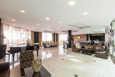 فندق هوليدي ان البرشا - Relax in our Lounge Barsha after a long day work