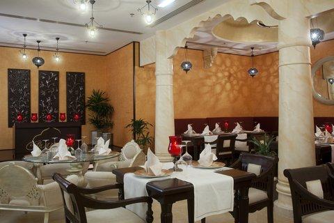 فندق هوليدي ان البرشا - Spicy Indian at Gharana
