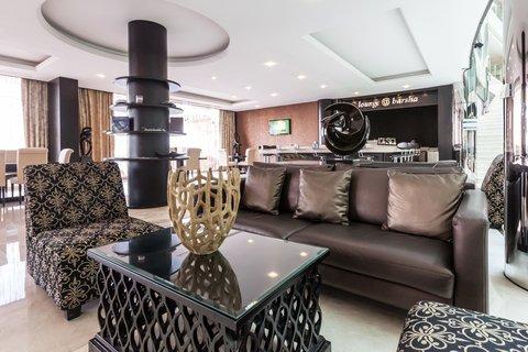 فندق هوليدي ان البرشا - Relax in our Lounge at Barsha after a long day at work