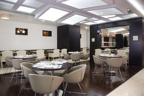 فندق هوليدي ان البرشا - All day dining in The Gem Garden at Holiday Inn Dubai - Al Barsha