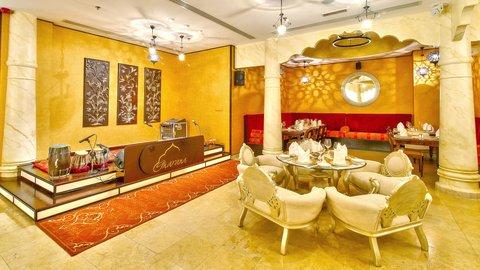 فندق هوليدي ان البرشا - Indian cuisine at Gharana