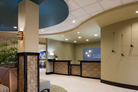 Holiday Inn Express Hotel & Suites Waycross - Hotel Lobby