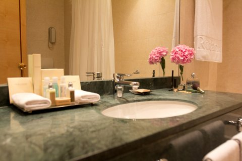 Gefinor Rotana Hotel - Club Rotana Bathroom