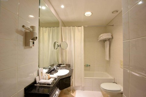 Gefinor Rotana Hotel - Two Bedroom Suite Bathroom
