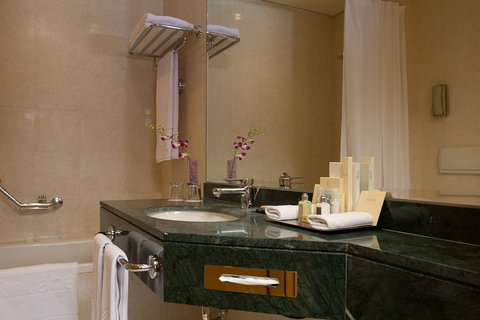 Gefinor Rotana Hotel - Premium Sea View Room Bathroom