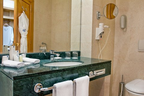 Gefinor Rotana Hotel - Club Twin Bathroom