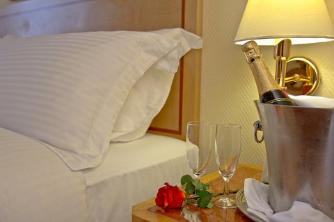 Gefinor Rotana Hotel - Romantic VIP Amenities