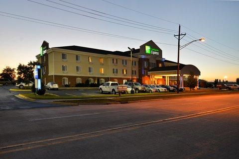 Holiday Inn Express Rochelle - Hotel Exterior