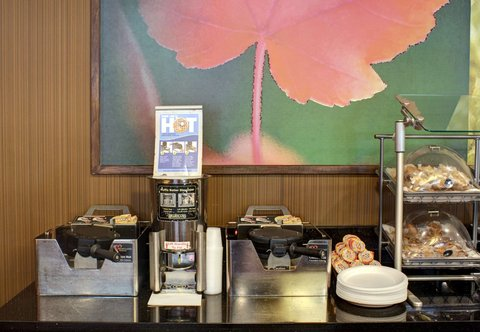 Fairfield Inn & Suites Dallas North by the Galleria - Breakfast Buffet