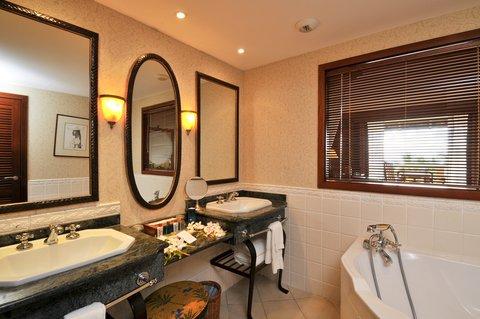 Intercontinental Resort Tahiti - Guest Bathroom of a Panoramic View Room
