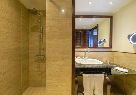 Intercontinental Resort Tahiti - Superior Room Bathroom