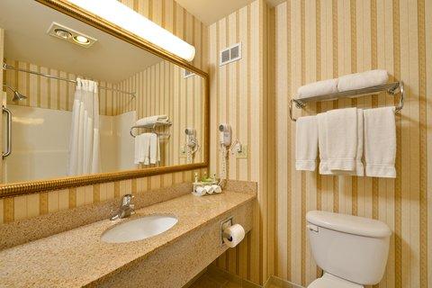 Holiday Inn Express Rochelle - Guest Bathroom
