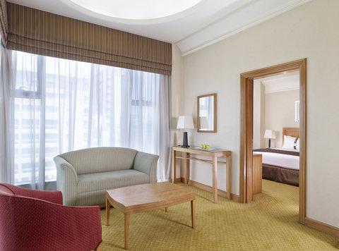 فندق هوليدي ان كريستال - Holiday Inn Suite