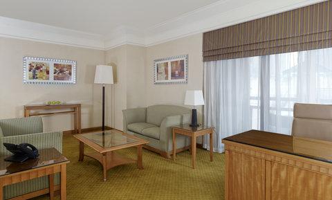 فندق هوليدي ان كريستال - Deluxe Suite