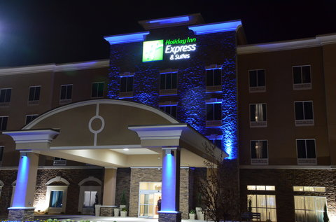 Holiday Inn Express & Suites ALBANY - Exterior at Night