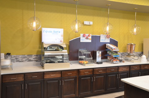 Holiday Inn Express & Suites ALBANY - Breakfast Bar