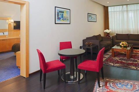هوليداي إن ديونز - Your suite comes with extra comforts  Interactive TV and WIFI