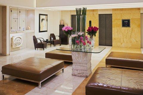 هوليداي إن ديونز - Hotel Lobby