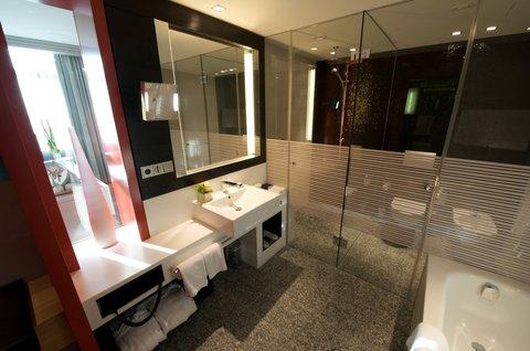 InterContinental BERLIN - Deluxe Room Bathroom