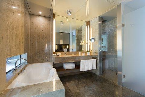 InterContinental BERLIN - Guest Bathroom Club Senior Suite