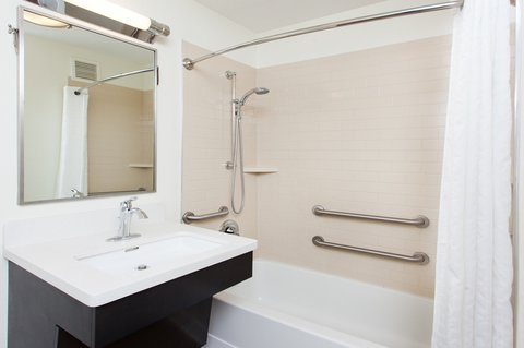 Candlewood Suites ALBUQUERQUE - ADA Restroom with Tub