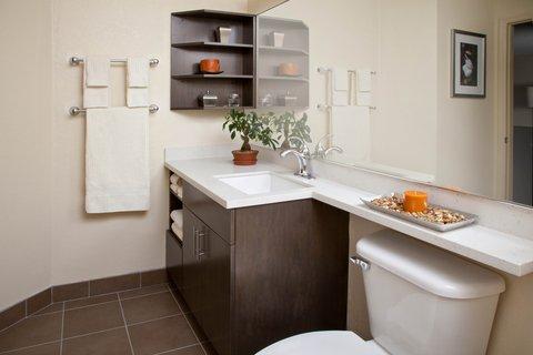 Candlewood Suites ALBUQUERQUE - Guest Bathroom