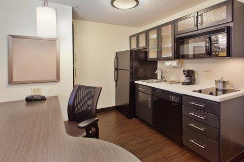 Candlewood Suites ALBUQUERQUE - One Bedroom Suite Kitchen