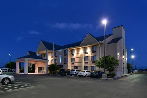 Holiday Inn Express Hotel & Suites Brownwood - Hotel Exterior