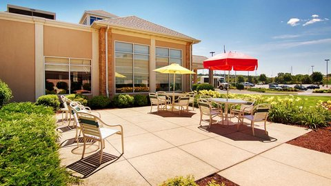 Hilton Garden Inn Dubuque Downtown - Outdoor patio