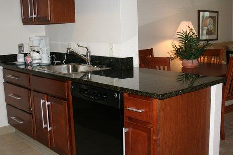 Oakwood at Hartford 21 - Hartford Furnished Apartment Kitchen