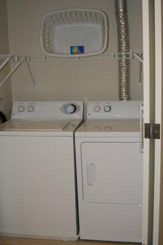 Oakwood at Hartford 21 - Hartford Furnished Apartment Laundry