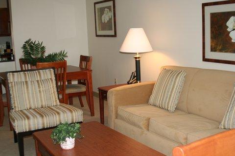 Oakwood at Hartford 21 - Hartford Furnished Apartment Living Room
