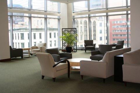 Oakwood at Hartford 21 - Hartford Furnished Apartment Lounge