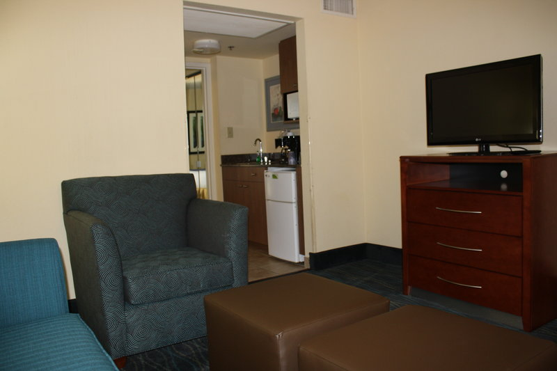 Holiday Inn Express & Suites WILMINGTON-UNIVERSITY CTR - Wilmington, NC