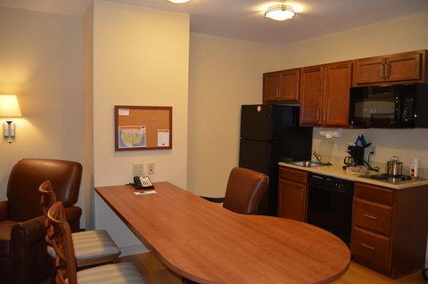 Candlewood Suites Fort Myers Sanibel Gateway Hotel - Suite Kitchen