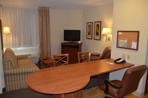 Candlewood Suites Fort Myers Sanibel Gateway Hotel - Suite Living room