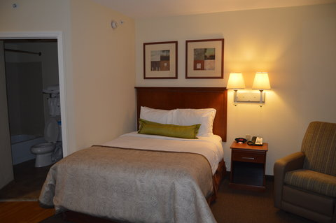 Candlewood Suites Fort Myers Sanibel Gateway Hotel - Guest Bedroom
