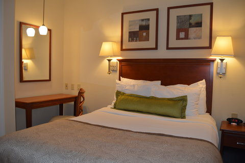 Candlewood Suites Fort Myers Sanibel Gateway Hotel - Suite Bedroom