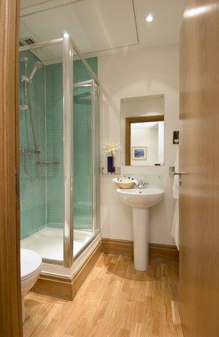 Oakwood at Monument Street Apartments - Monument Street Bathroom