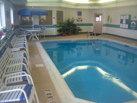 Holiday Inn Express Hotel & Suites Columbus Expo Center - Swimming Pool