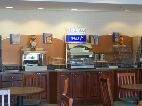 Holiday Inn Express Hotel & Suites Columbus Expo Center - Start the day off with a filling breakfast
