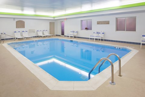Holiday Inn Express Hotel & Suites Columbus Expo Center - Low impact workouts are great in the indoor pool